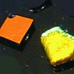 MT22 Dichroic glass – gold/orange (black) 2g